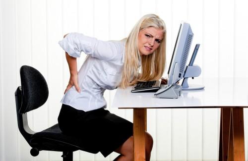 mulher-dor-costas-trabalho.jpg