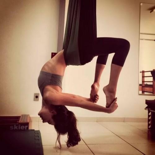 Isis-Valverde-pilates.jpg