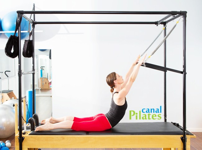Alongamento Coluna no Cadillac Pilates