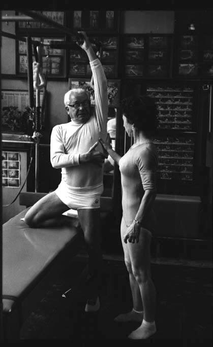 aula e joseph pilates no estúdio