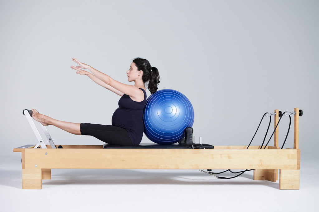 mulher-gravida-pilates-cadillac.jpg