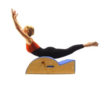 pilates step barrel alongamento
